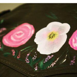 Uit de Kast Vintage Fashion - Leren zwarte Jasje met roze bloemen print